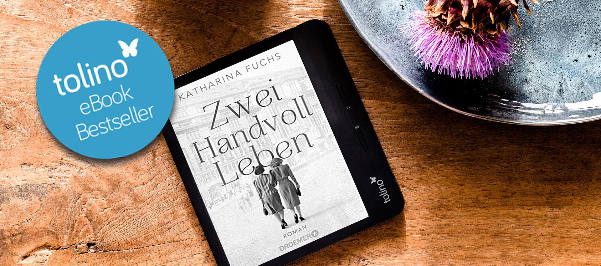 """Ein tolino-eReader liegt auf Tisch und zeigt das Cover von """"Zwei Handvoll Leben"""""""